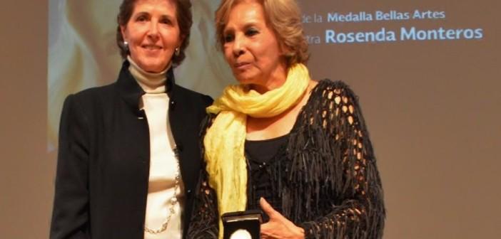 Rosenda Monteros (1935) recibió la Medalla Bellas Artes