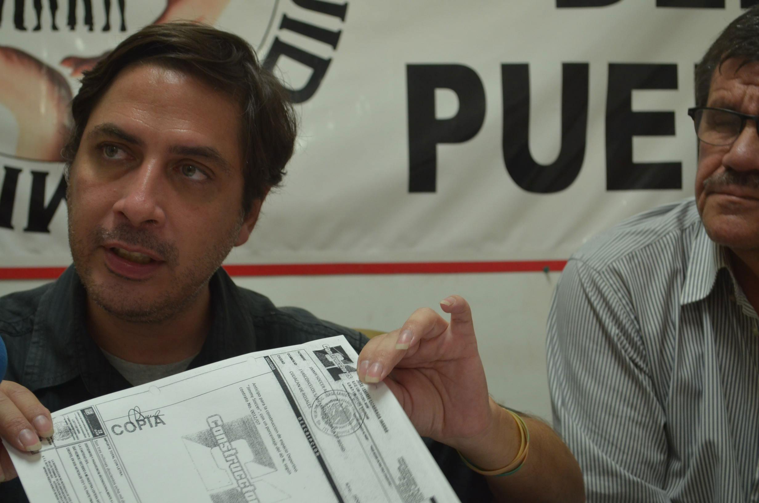 Manifiesta Ernesto Saldaña, que hay una incongruencia en las acciones tomadas por el alcalde Sergio Torres. Foto:Gabriela Sánchez