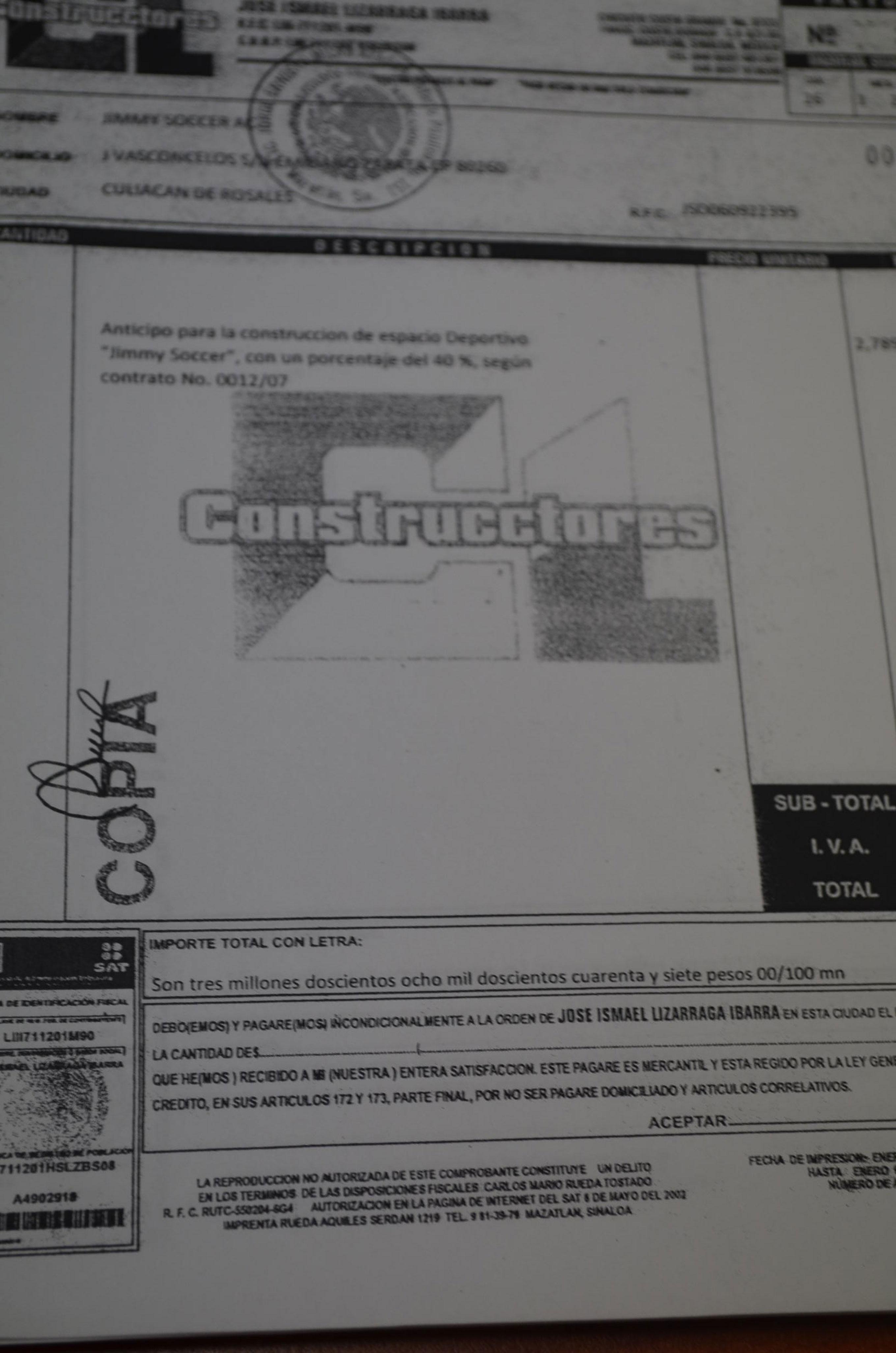 Copia de las facturas originales, que fueron falsificadas por Jimmy Ruiz. Foto: Gabriela Sánchez