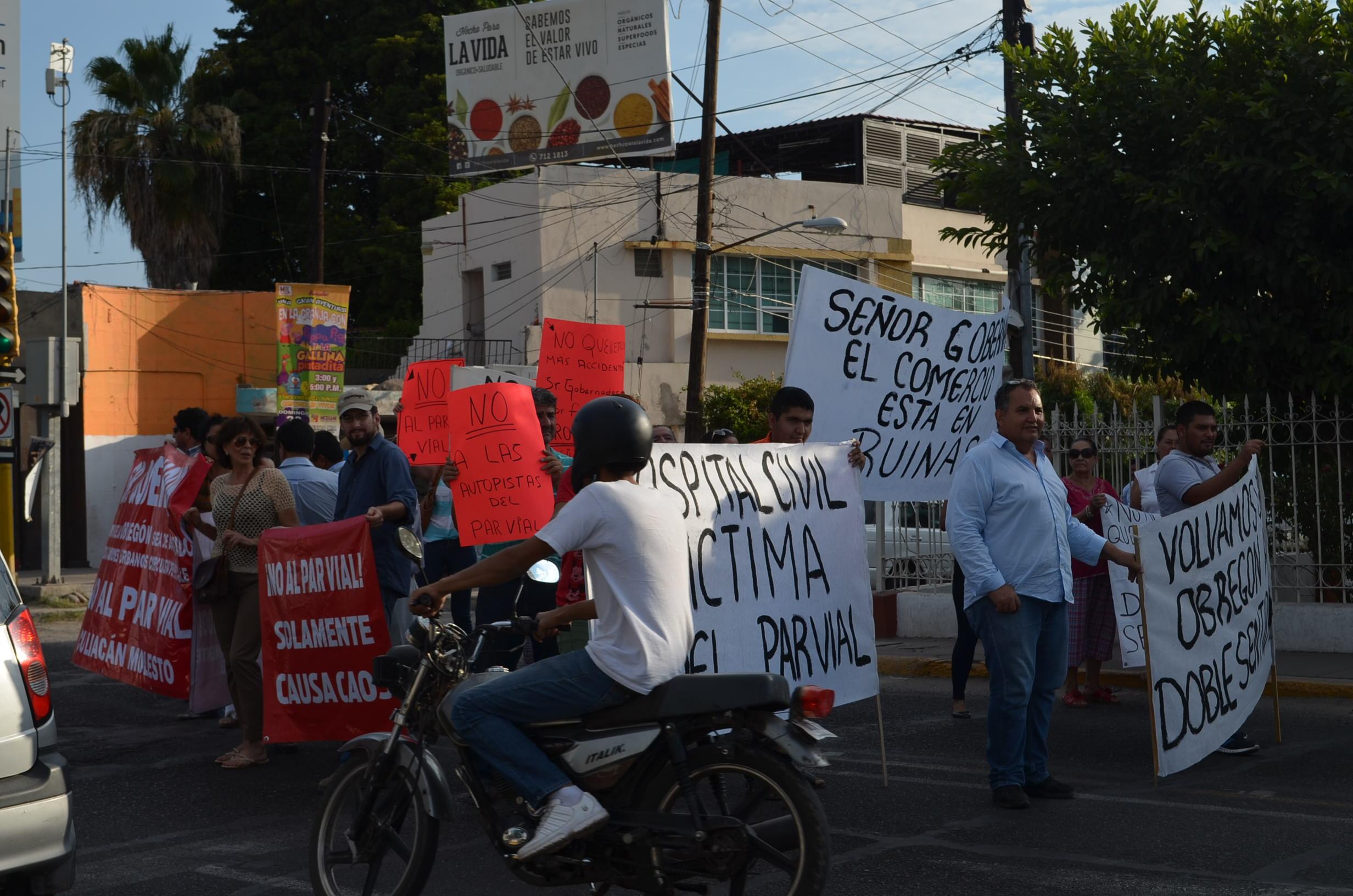 Los protestantes aseveran que tomarán las medidas necesarias para que la avenida Álvaro Obregón sea de dos sentidos. Fotografía: Gabriela Sánchez