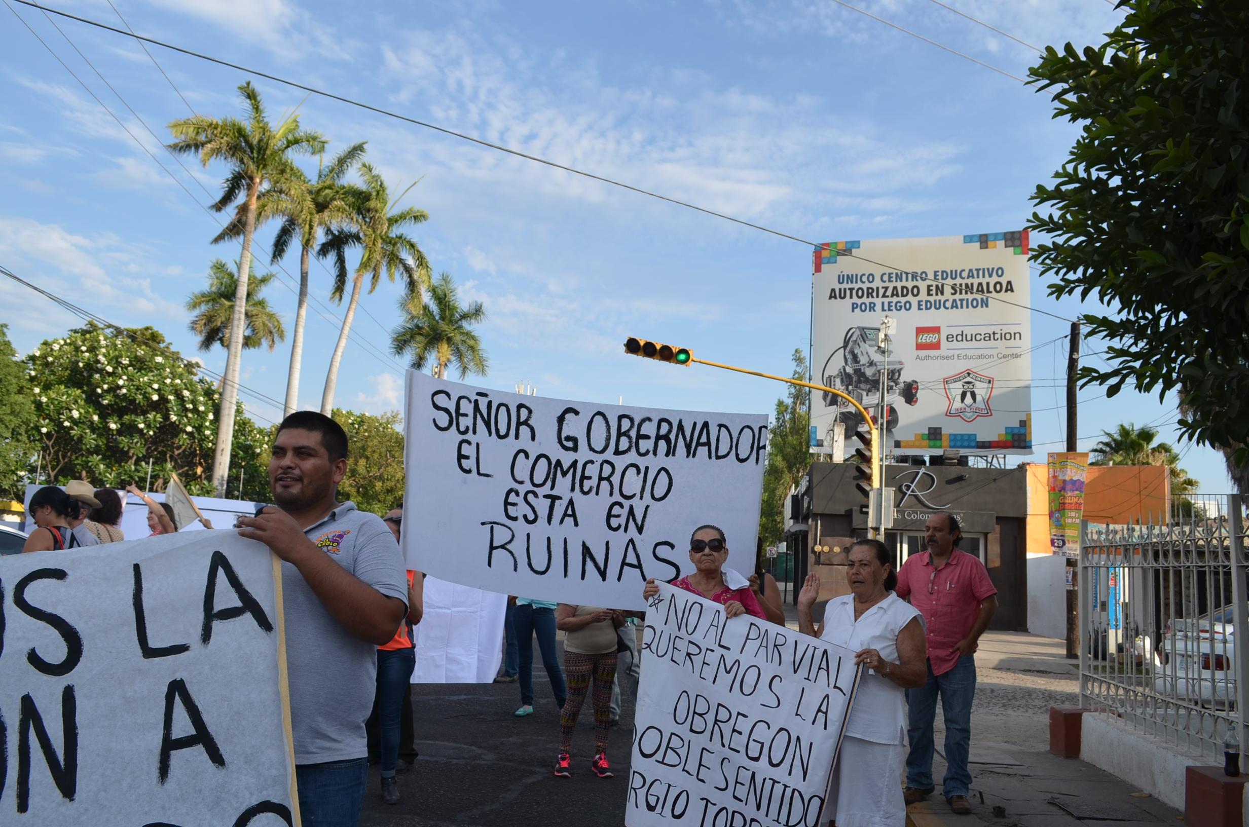 Los protestantes aseguran que el único que puede solucionar este caos vial es el gobernador. Fotografía: Gabriela Sánchez