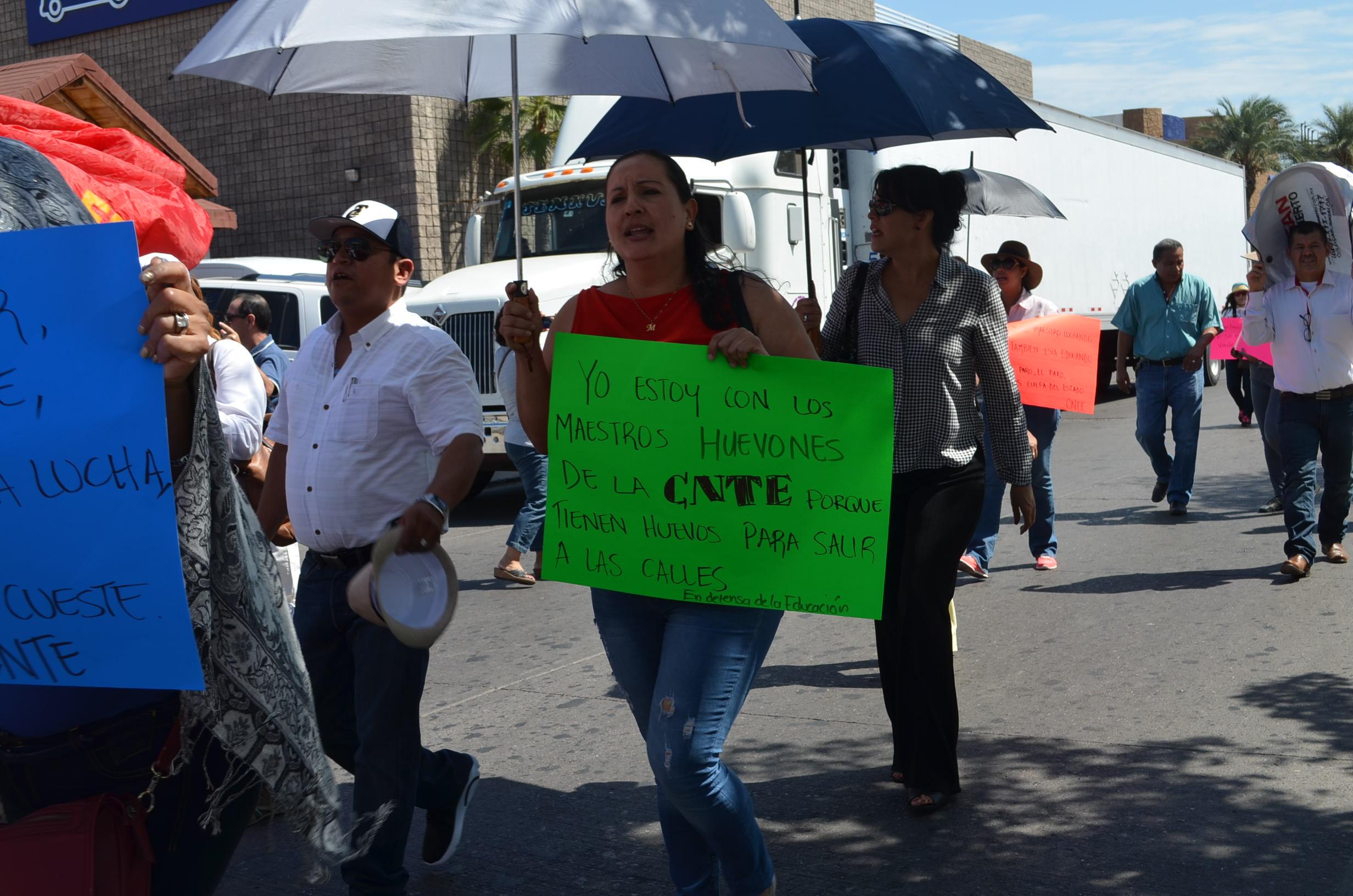 Provenientes de todos los municipios, protestan maestros y padres de familia. Fotografía: Gabriela Sánchez