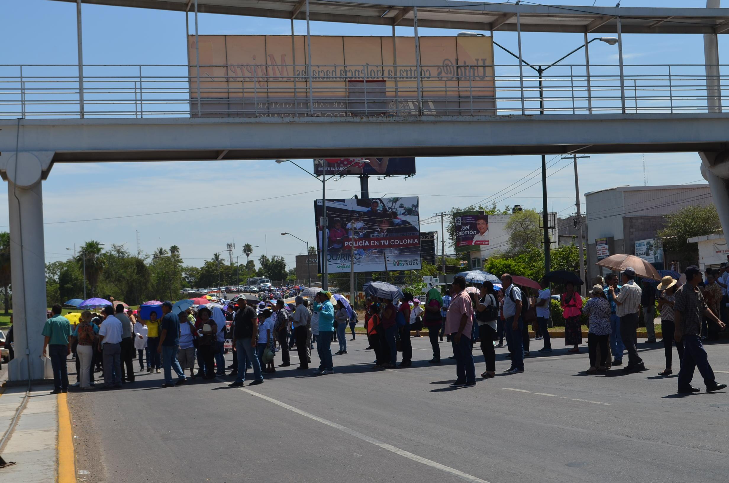 """""""Es una reforma administrativa en contra de los derechos de los maestros"""" afirman los protestantes. Fotografía: Gabriela Sánchez"""