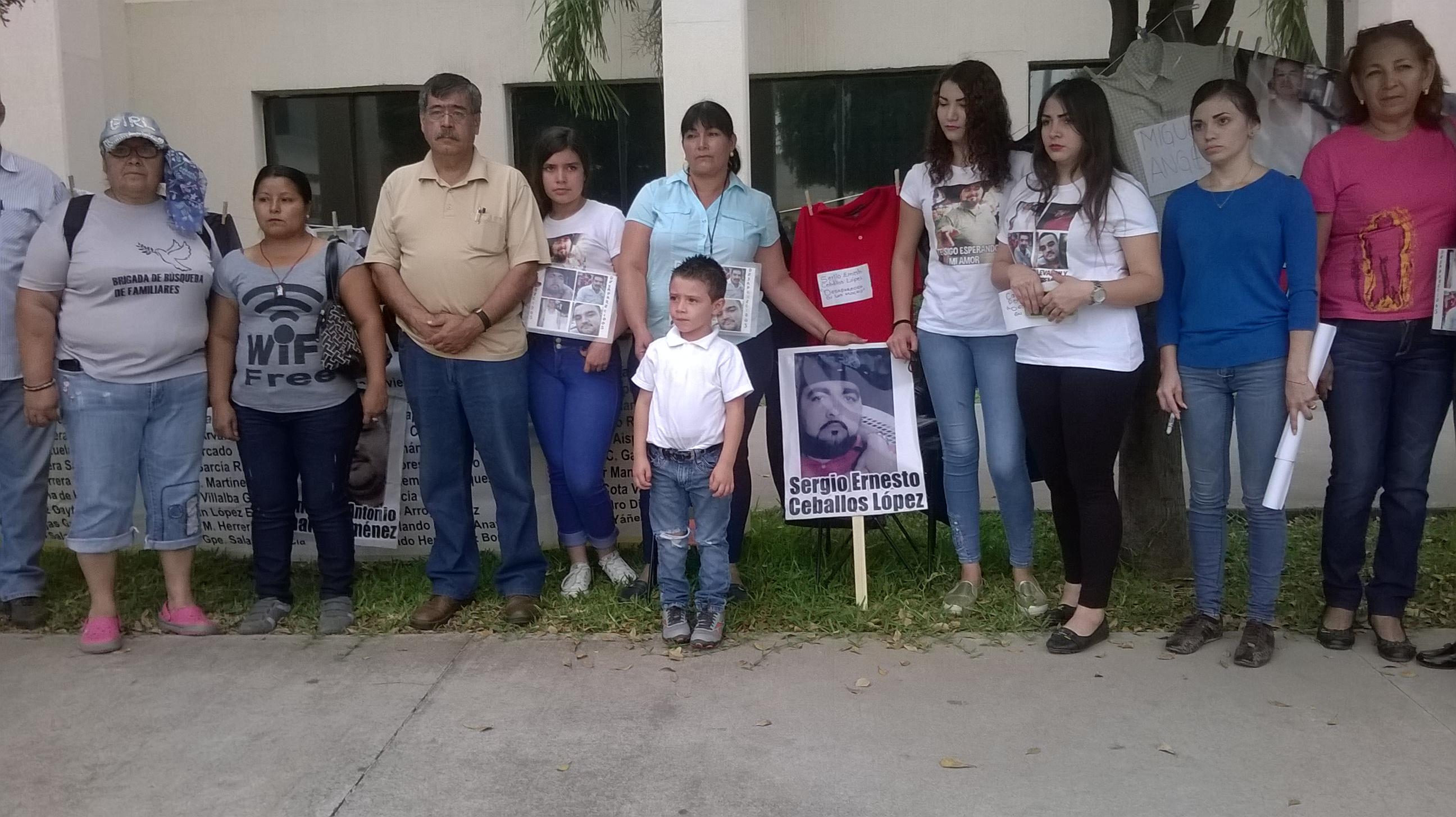 """""""Hijo, escucha, tú madre está en la lucha"""" fue la consigna que exclamaron los padres de desaparecidos. Fotografía: Gabriela Sánchez"""