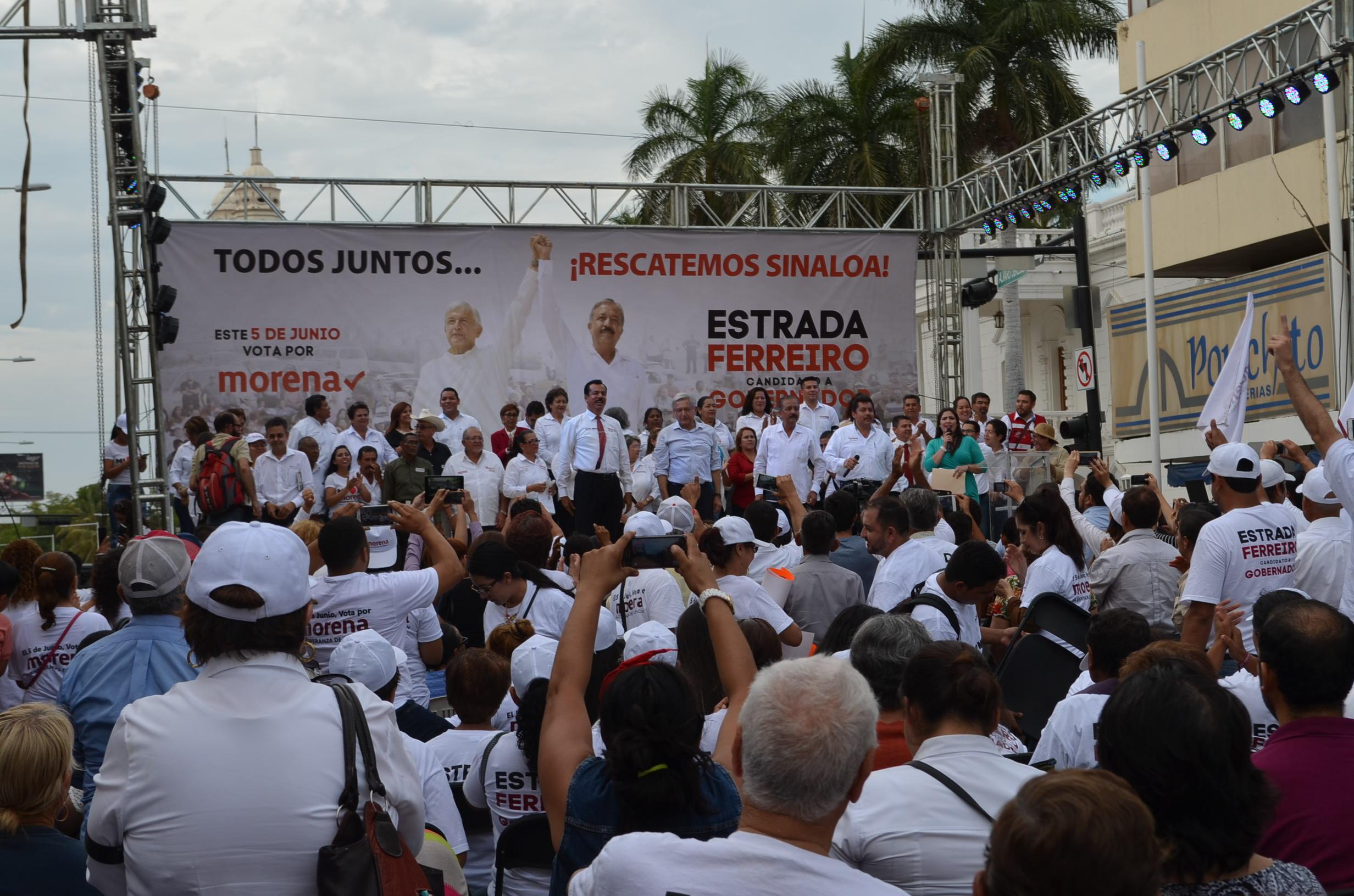 Simpatizantes se reúnen entre Álvaro Obregón y Escobedo para escuchar al dirigente nacional de Morena. Fotografía: Gabriela Sánchez