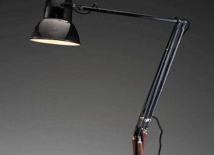 Anglepoise lamp. LIGHTOPIA, la fuerza de la luz en mundo industrial